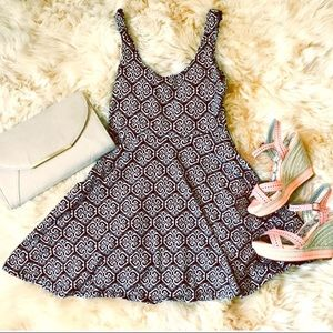 🌻5 for $25 Urban Outfitters b & w dress